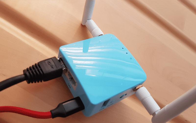 Gl.iNet VPN-Router mit Verbindung WAN zum Internetrouter + Stromkabel