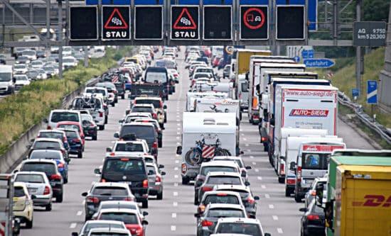 Strassenverkehr typische Situationen