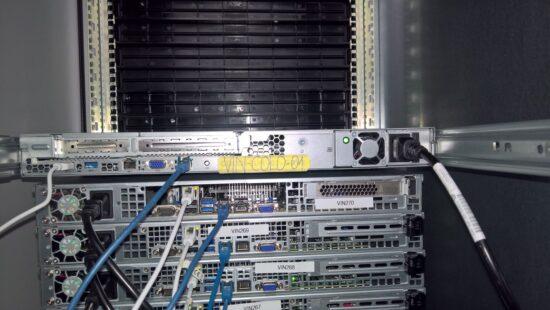 VPN Server Österreich: Rückseite des Servers